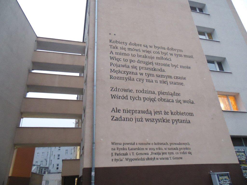 Poezja Zawisła Na ścianach Bloków Przy Lodowej Lazarzpl